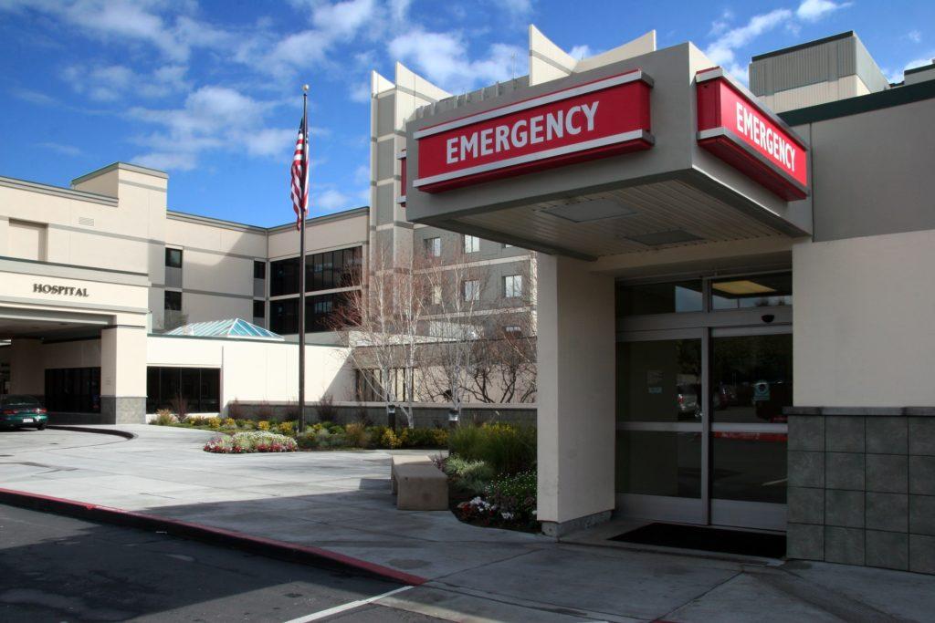 Nécessité médicale dans la salle d'urgence